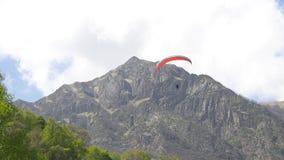Czerwony paraglider tandem zdjęcie wideo