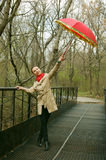 czerwony parasol tańczącego Fotografia Royalty Free