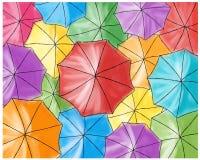 Czerwony parasol w barwionych parasolach - wzór Obrazy Royalty Free