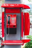 czerwony payphone na miasto ulicie fotografia royalty free