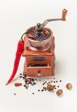 Czerwony pepperand i pieprzowy młyn Fotografia Stock