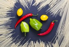 czerwony pieprzowa zielony pieprz Kolor żółty pieprz Pieprze są różnym w Zdjęcie Royalty Free