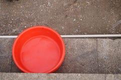 Czerwony plastikowy basen obraz stock