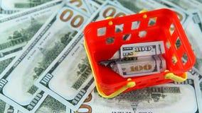 Czerwony plastikowy koszykowy pieniądze dolar zdjęcie wideo