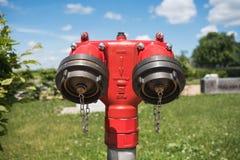 Czerwony Plenerowy Pożarniczy hydrant zdjęcia royalty free
