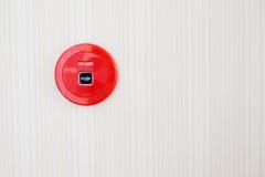 czerwony pożarniczy alarm na ścianie Obrazy Royalty Free