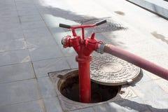 Czerwony Pożarniczy hydrant w Moskwa zdjęcie stock