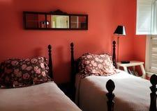 Czerwony pokój; Łóżko - i - śniadaniowa austeria Obraz Royalty Free