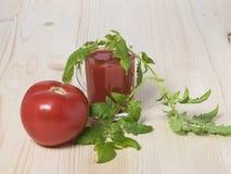 Czerwony pomidor i pomidorowy sok Zdjęcia Royalty Free