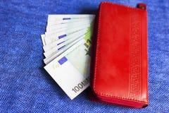 Czerwony portfel z Euro banknotami, Obrazy Royalty Free