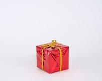 Czerwony prezent dla sezonu wakacyjnego Zdjęcia Royalty Free