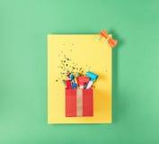 Czerwony prezenta pudełko z różna partia confetti, balony, streamers, n Obraz Royalty Free