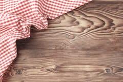 Czerwony pykniczny płótno na drewnianym tle obraz royalty free