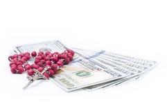 Czerwony różaniec na pieniądze Zdjęcie Stock