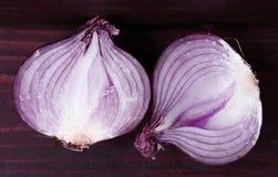 Czerwony rżnięty przyrodni cebuli zakończenie w górę fotografii Obraz Royalty Free