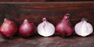 Czerwony rżnięty przyrodni cebuli zakończenie w górę fotografii Obrazy Royalty Free