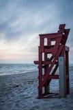 Czerwony ratownika krzesło Zdjęcia Stock