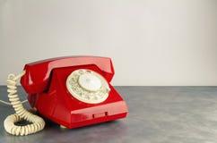 Czerwony retro telefon Obrazy Stock