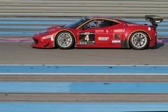 Czerwony samochód i niebieskie linie Obrazy Royalty Free