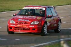 czerwony samochód zlotna Zdjęcia Royalty Free