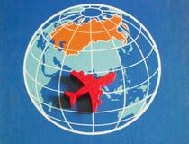 Czerwony samolot na mapie Zdjęcia Royalty Free