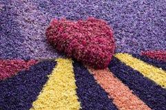 Czerwony serca i abstrakta tło z kolorowymi hiacyntami kwitnie Fotografia Stock