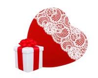 Czerwony serca i teraźniejszości pudełko z czerwonym łękiem odizolowywającym na bielu Obraz Stock