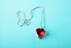 Czerwony serce, biżuteria Zdjęcia Royalty Free