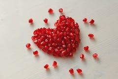 Czerwony serce granaty Duży Dojrzały Czerwony Granets lub Garnets Owoc o Fotografia Royalty Free
