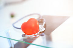 Czerwony serce i stetoskop Fotografia Royalty Free