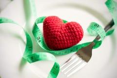 Czerwony serce i zdrowy pojęcie z miarą taśmy Zdjęcia Stock