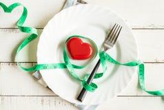 Czerwony serce i zdrowy pojęcie z miarą taśmy Fotografia Stock