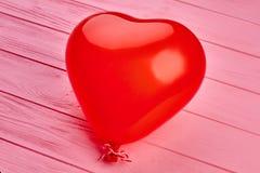 Czerwony serce kształtujący balon Zdjęcia Stock