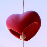 Czerwony serce kształtujący na białym tle valentine miłości pojęcie Obrazy Royalty Free