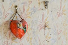 Czerwony serce na ścianie obraz royalty free