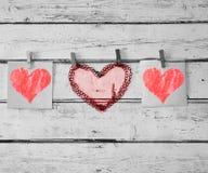Czerwony serce na arkanie z clothespin Obraz Royalty Free