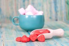 Czerwony serce na drewnianej łyżce jako symbol miłość, valentines Fotografia Stock