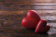 Czerwony serce na drewnianych tekstur deskach Szczęśliwy valentines dzień, międzynarodowy kobieta dzień/ fotografia royalty free