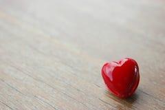 czerwony serce na drewnianym roczniku Obraz Stock