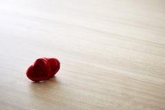 Czerwony serce na drewnie Obrazy Royalty Free