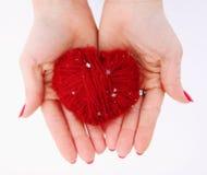 Czerwony serce w rękach zdjęcia royalty free