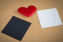 Czerwony serce z papierową kartą Zdjęcie Royalty Free