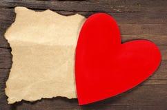 Czerwony serce z pustą notatką fotografia royalty free