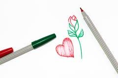 Czerwony serce znak z czerwieni różą z zieloną rękojeścią na białym backgrou Zdjęcia Stock