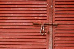 Czerwony składowy drzwi i szafka zdjęcia royalty free