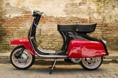 czerwony skuter czarna Obrazy Royalty Free