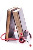Czerwony Stethsocope i książki zdjęcie stock