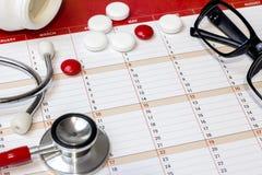 Czerwony stetoskop na stole Obraz Stock