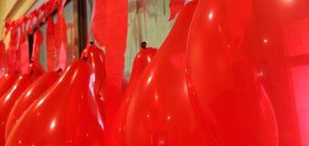 Czerwony streamer i balon Zdjęcie Royalty Free