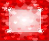 Czerwony tło z sercami i teksta pudełkiem różowymi i czerwonymi Zdjęcia Royalty Free